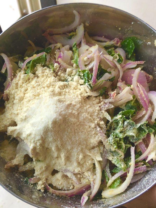 Moringa leaves Fritters Recipe / Crispy Onion Bhaji